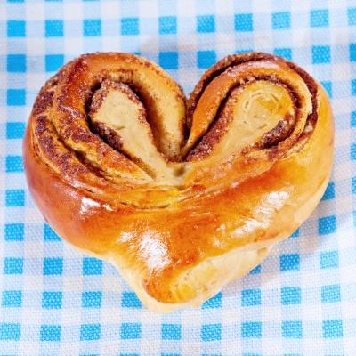 Cinnamon bun heart