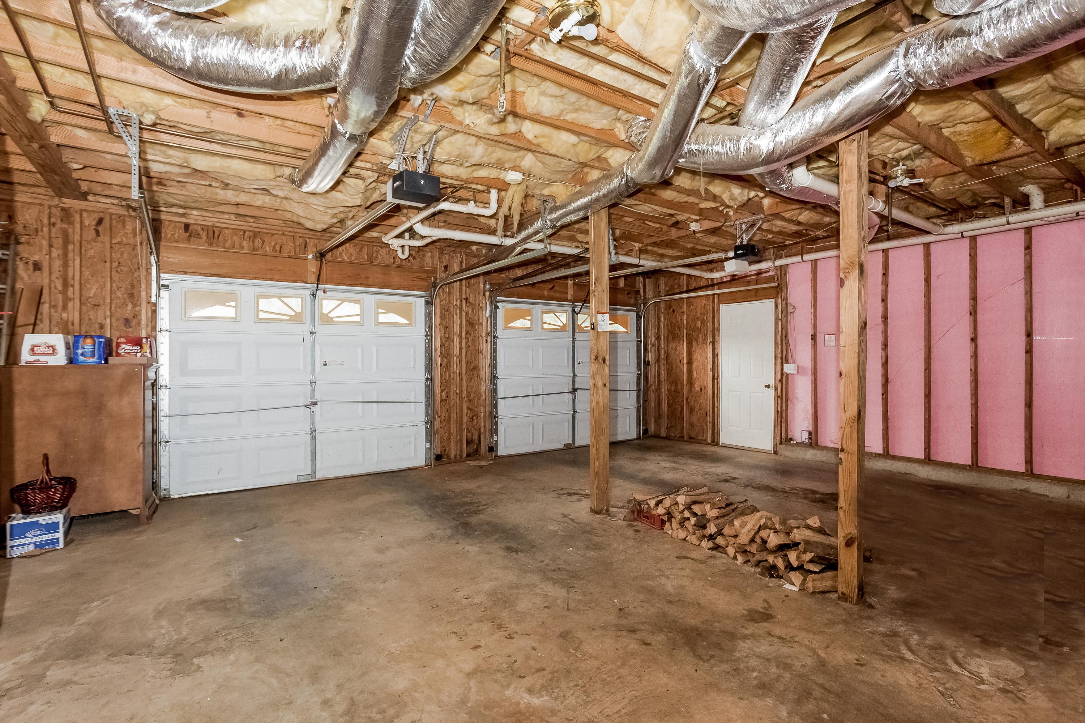 16 S. Oaks Dr_2 Car Garage